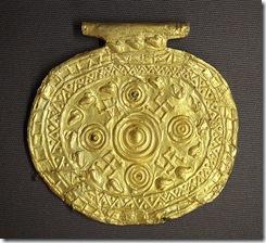 659px-Etruscan_pendant_with_swastika_symbols_Bolsena_Italy_700_BCE_to_650_BCE